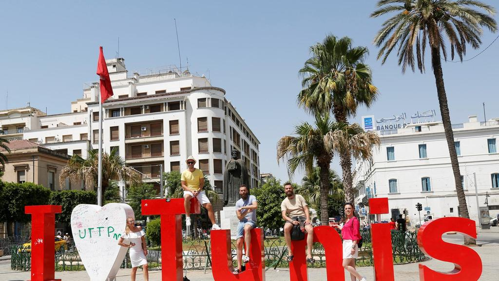 Luchd-turais-poses-for-picture-in-Downtown-Tunis