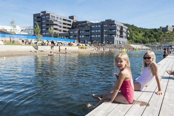 kanak-kanak-berenang-696x465