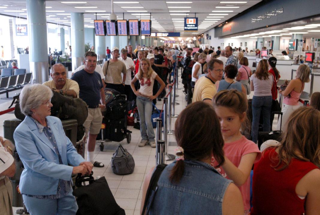 カナダ-航空旅客