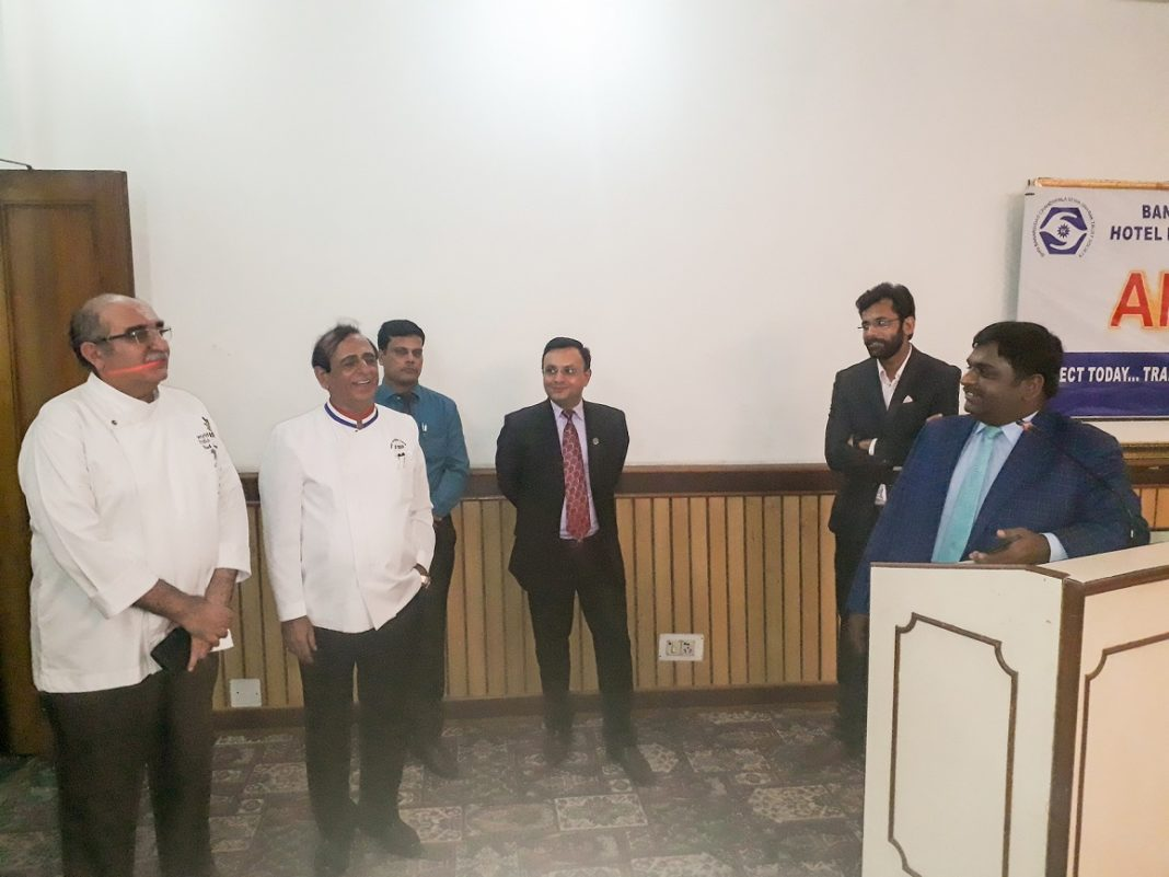 Setkání Dr.-Bhupesh-and-eminent-chefs-at-alumni