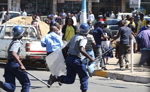 Предупредување за патување во Зимбабве-пост-изборно-насилство