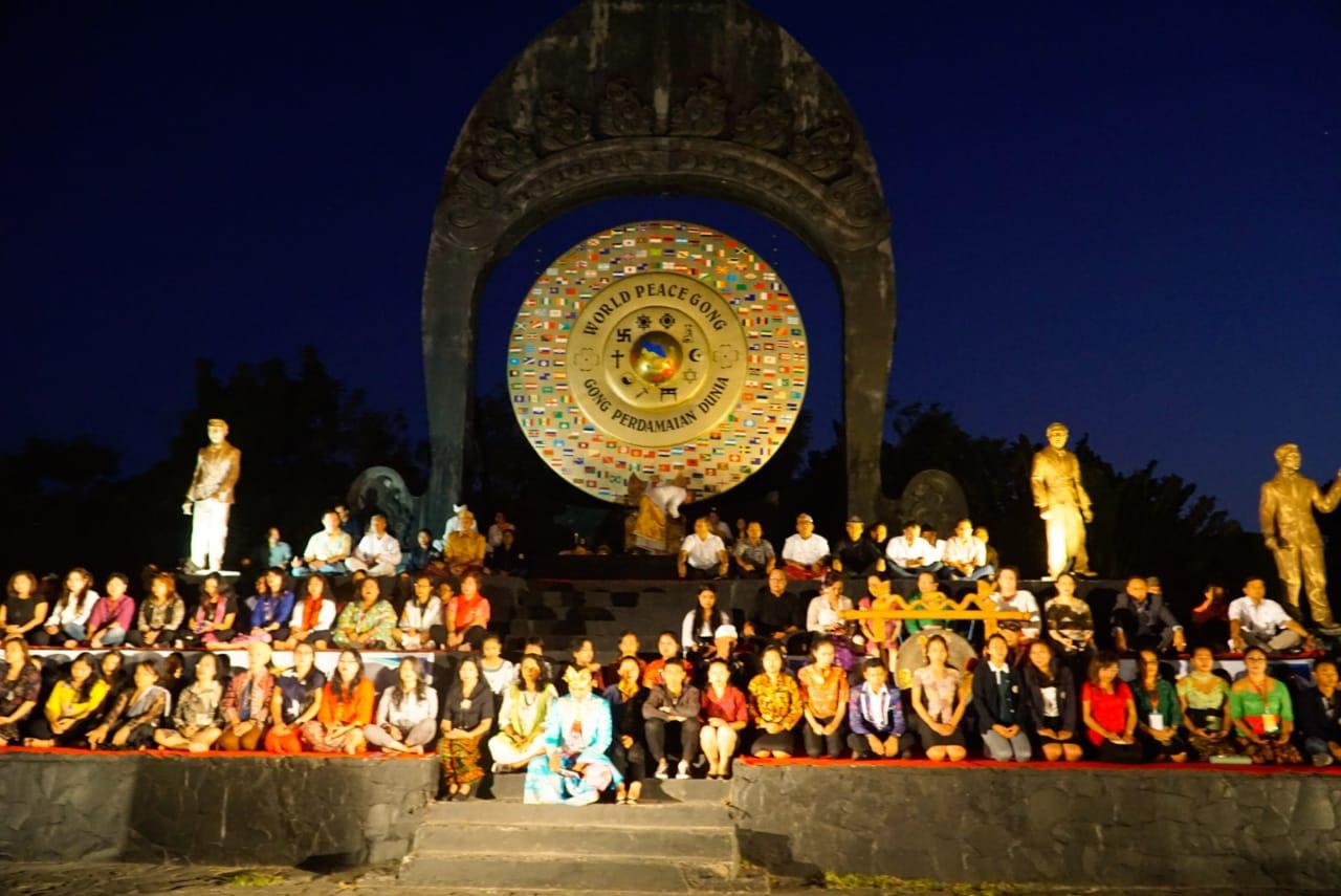 Mundi-pacem-gong-in-Bali Park,
