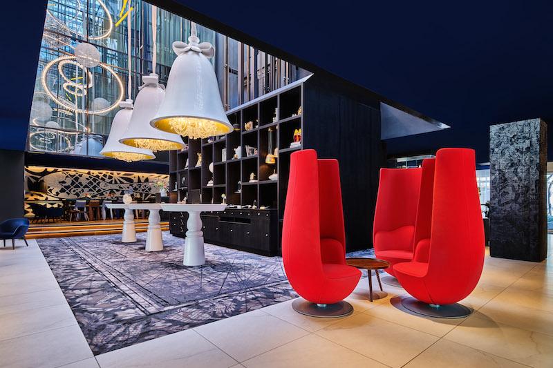 Andaz-Amsterdam-Lobby-Tulip-Židle
