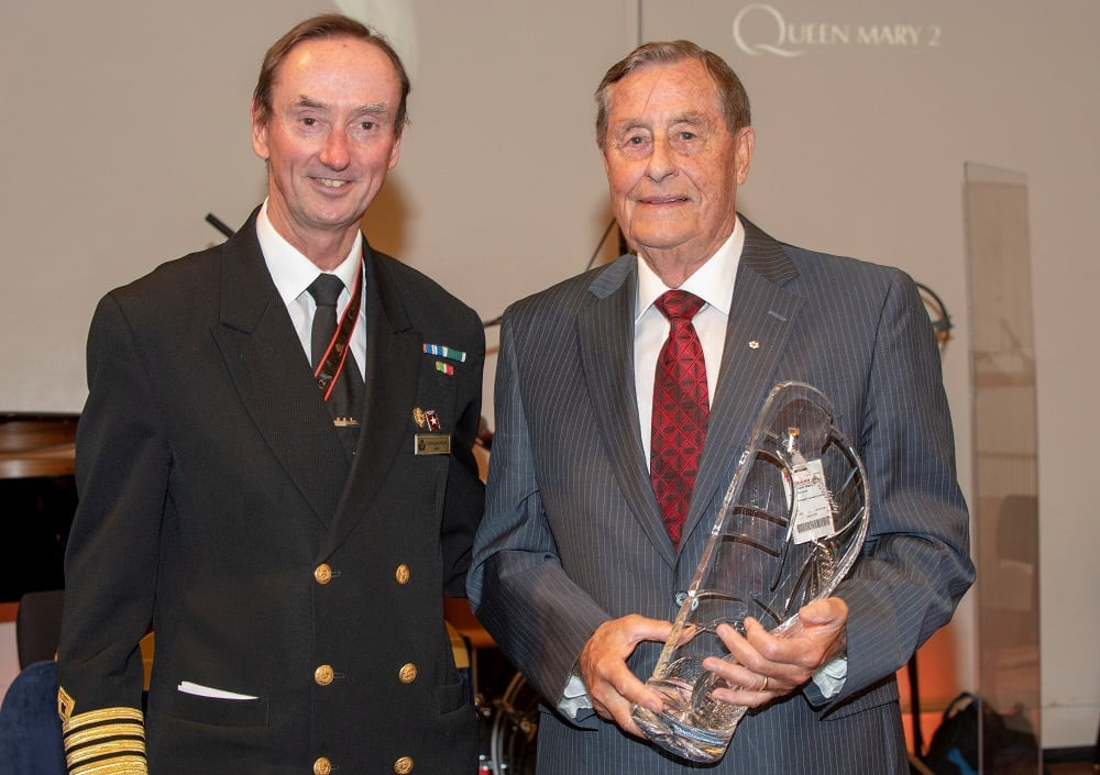 Նավապետ-Քրիստոֆեր-Ուելս-Թագուհու-Մերի-2-ի վարպետ-Քենեթ-Ս.Ռոուի հետ `Սամուել-Կյունարդի մրցանակը տեսողության համարձակության և խիզախության համար