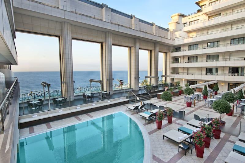 Terrasse-og-udendørs-swimmingpool- © Hugues-Lagarde