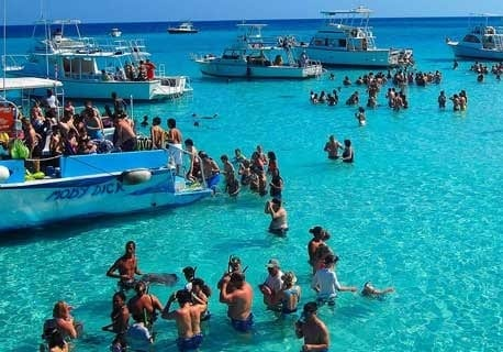 Cayman Islands breaking tourist records