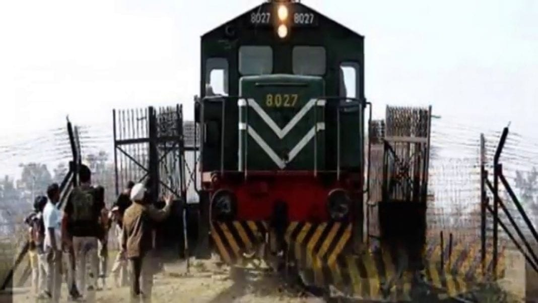 Pakistan resumes train service with neighboring India