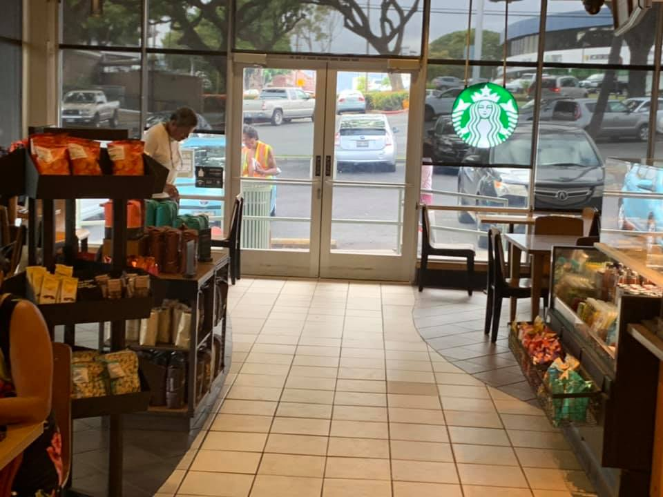 Starbucks Hawaii: Rotten food from the garbage and warm leftover coffee