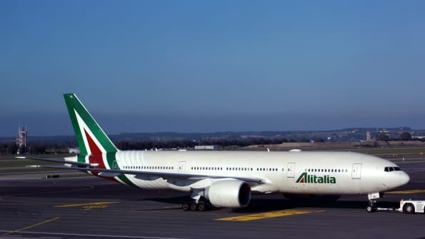 Keeping Alitalia airline afloat: 900 million euro bridge loan conversion