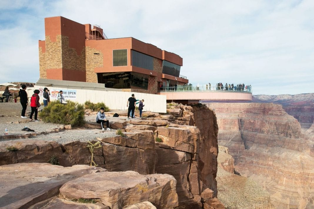 Tourist dies taking selfie at Grand Canyon