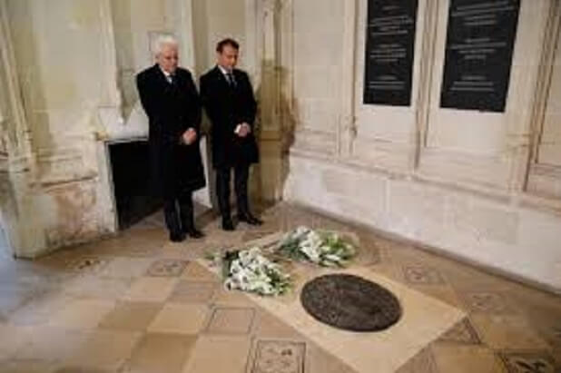 MARIO-1-The-Italian-President-G-Mattarella-and-French-Predent-Macron-honoring-gravestone-of-Leonardo-1