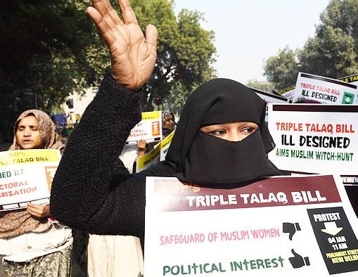 Bárbaro e desumano: Índia reintroduz projeto de divórcio muçulmano 'triplo talaq'