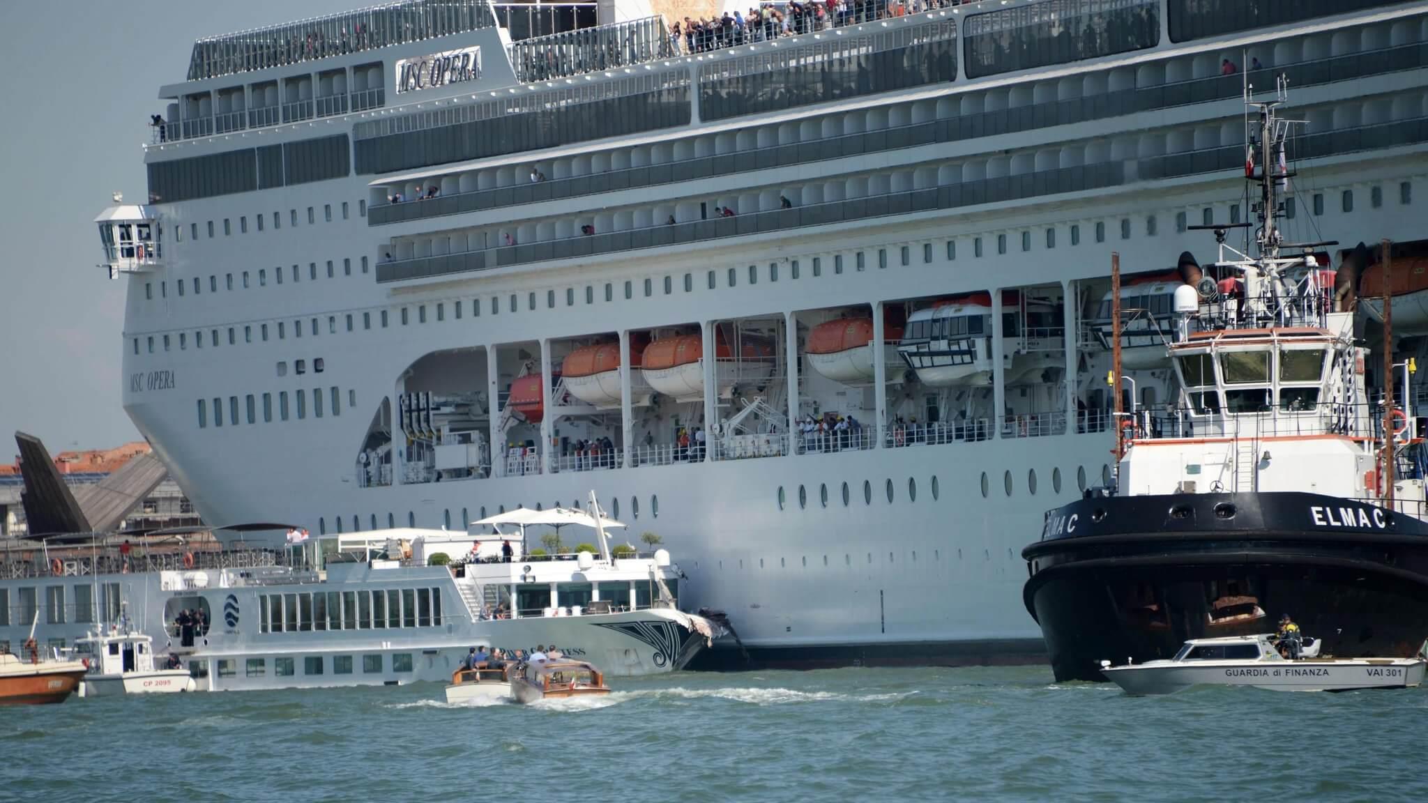 MS Opera Cruise cruise ship slams into wharf in Venice while tourists flee