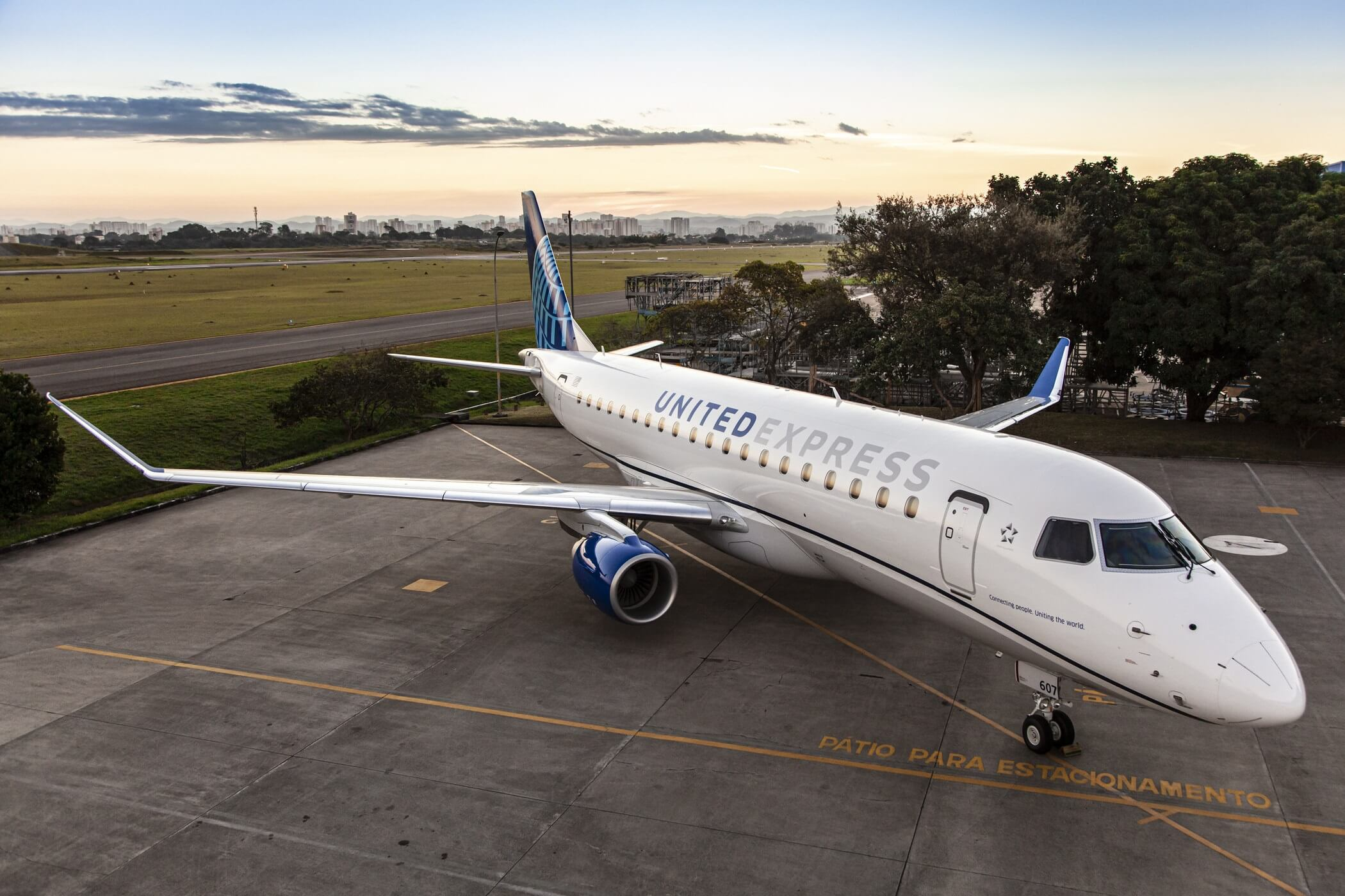 ExpressJet Airlines announces new Chicago Embraer E175 crew base