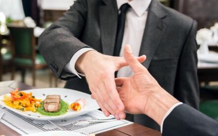 Най-често срещаните начини бизнес пътуващите се свързват с колегите