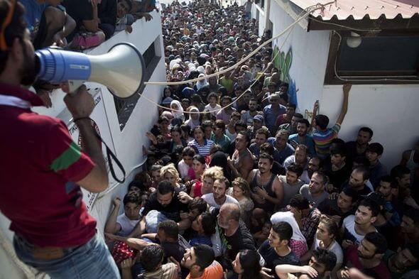 Საკმარისი! გადაღლილი საბერძნეთი ითხოვს მიგრანტთა ტვირთის უფრო სამართლიან განაწილებას ევროკავშირში