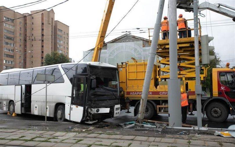 29 kineskih turista ozlijeđeno u padu autobusa u Moskvi