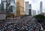 Turistarbeidere i Hong Kong, forhandlere skvetter for å holde seg flytende midt i pågående protester