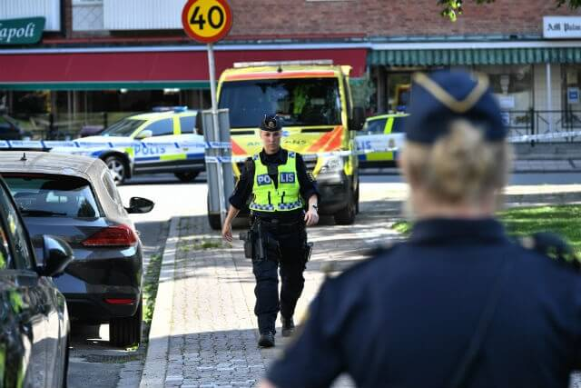 Woman killed masked gunmen on Swedish beach