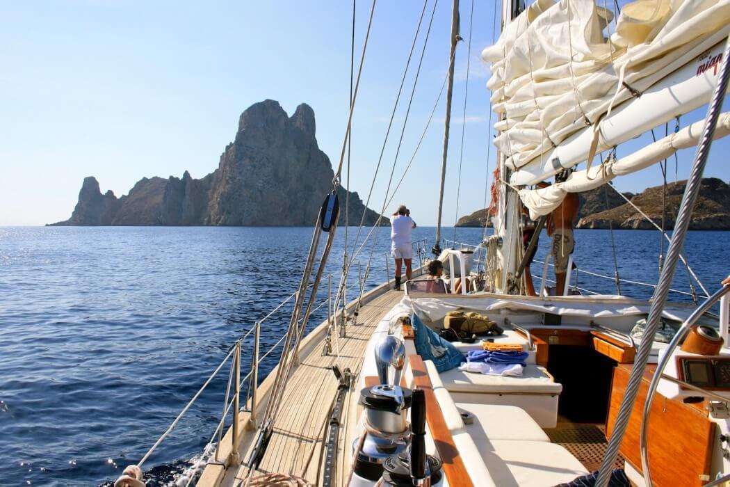 Reino Unido Espanha e Itália são os principais destinos de viagens em veleiro de verão para turistas no Reino Unido
