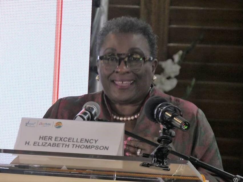 Duta Besar Elizabeth Thompson menyampaikan pidato utama di Konferensi Pariwisata Berkelanjutan CTO
