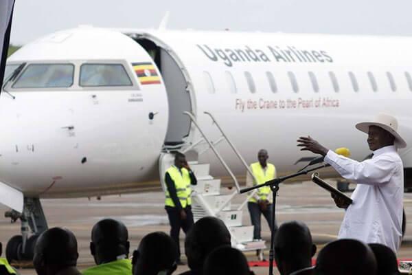 سلام و احوال پرسی از پرواز افتتاحیه هواپیمایی اوگاندا در فرودگاه نایروبی استقبال می کند