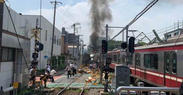 در برخورد قطار سریع السیر با کامیون در یوکوهاما ، ژاپن ده ها نفر مجروح شدند