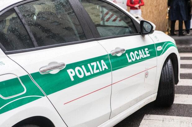 Homem gritando 'Allahu Akbar' esfaqueia soldado na garganta da Estação Central de Milão