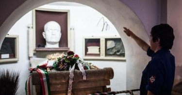 Italské město, které přeměnilo Mussoliniho kryptu na turistickou atrakci