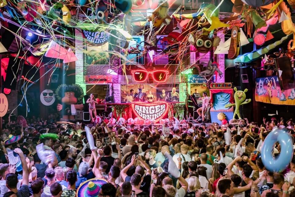 Ibiza se torna um destino turístico com a maioria das atrações da vida noturna