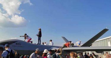 """Ruska djeca razbila su """"vrhunski"""" kineski bespilotni zrakoplov na zračnom salonu MAKS u Moskvi"""