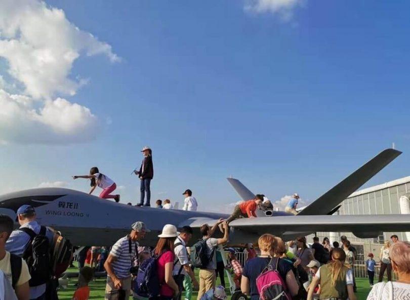 ロシアの子供たちはモスクワのMAKS航空ショーで「一流の」中国の攻撃ドローンを破る