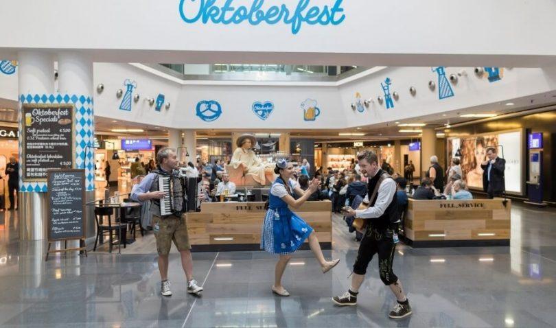همه چیز در رنگ سفید و آبی: فرودگاه فرانکفورت جشن اکتبرفست را برگزار می کند