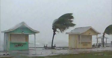 """""""Obrovské poškození"""": Hurikán Dorian devastuje Bahamy"""