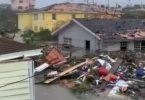 """Ураган """"Дарыян"""" забраў 5 жыццяў на Багамах: міністр робіць відэа паводкі"""