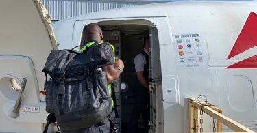 O voo de socorro do Delta a Bahamas evacúa aos sobreviventes de Dorian e entrega 4,700 quilos de subministracións