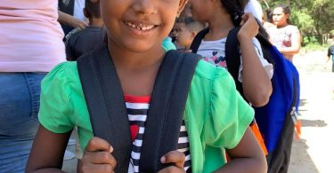 Skål Thailand საჩუქრად გადასცემს სკოლის ჩანთებს ჰონდურასის ღარიბ სკოლას