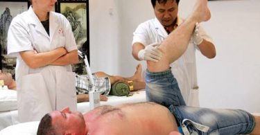 """Ruští turisté se hrnou na čínský """"východní Havaj"""" za účelem akupunktury a masáží"""