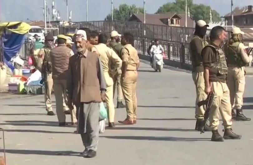 5 души ранени при атака с граната в туристическия Кашмир