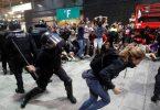 Flüge abgesagt, Straßen blockiert, da katalanische Demonstranten auf die Verkehrsinfrastruktur abzielen