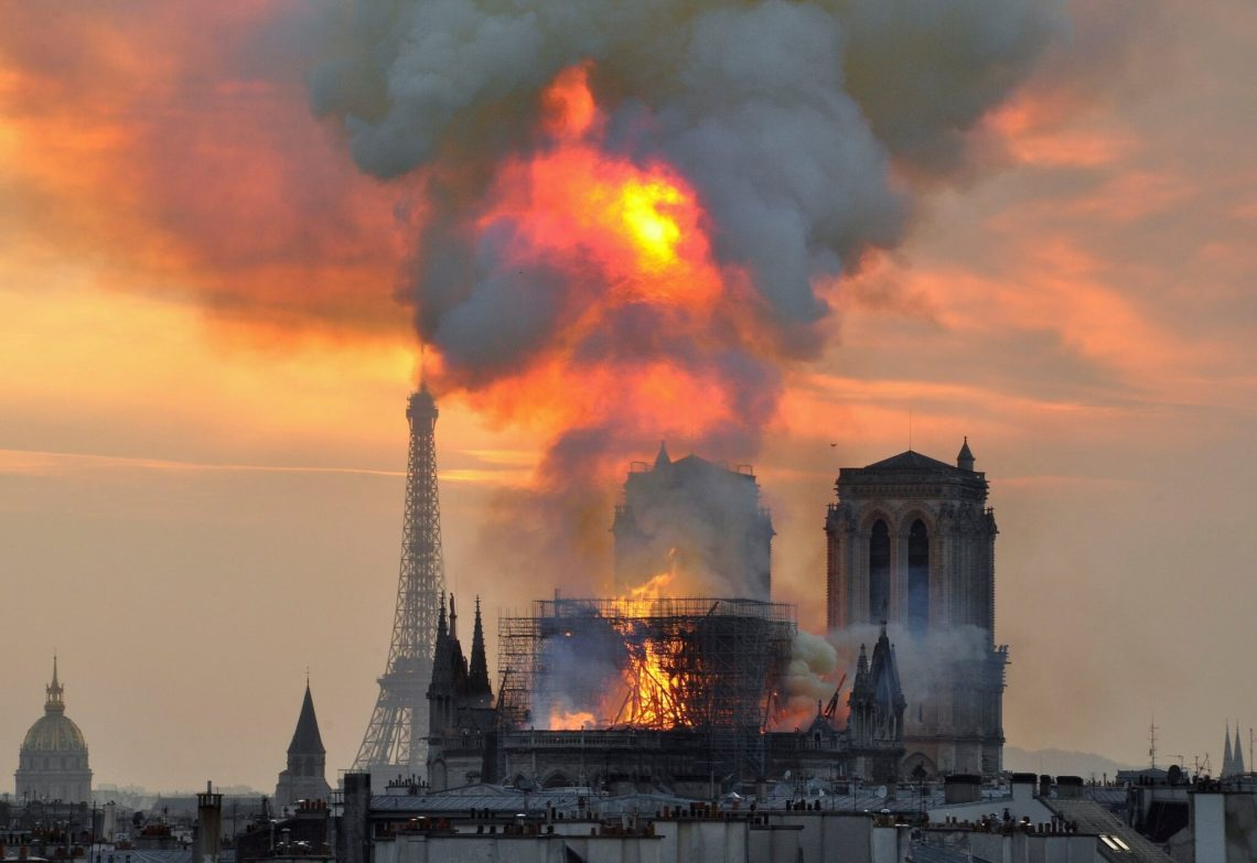 Notre Dame: 350,000 pessoas doam € 104 milhões para reconstruir a catedral medieval