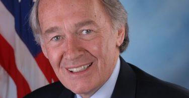 """अमेरिकी सीनेटर मार्की: टीएसए एयरलाइन को """"ज्ञात क्रू सदस्य"""" कार्यक्रम चिंताओं को संबोधित करना चाहिए"""