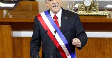 Chile erklärt den Ausnahmezustand, als Santiago in Unruhen ausbricht