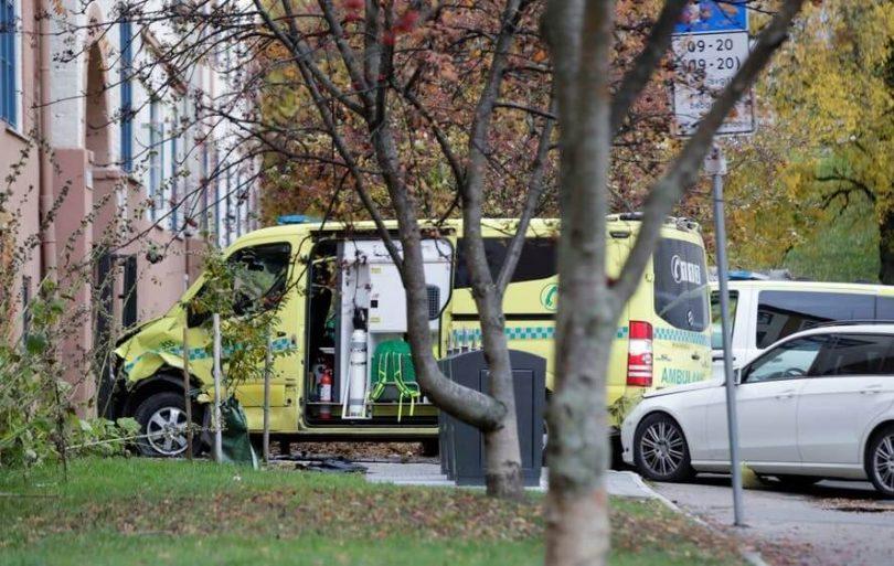 Terror in Oslo: Fünf als bewaffneter Mann in gestohlenen Krankenwagen-Widder-Umstehenden verletzt