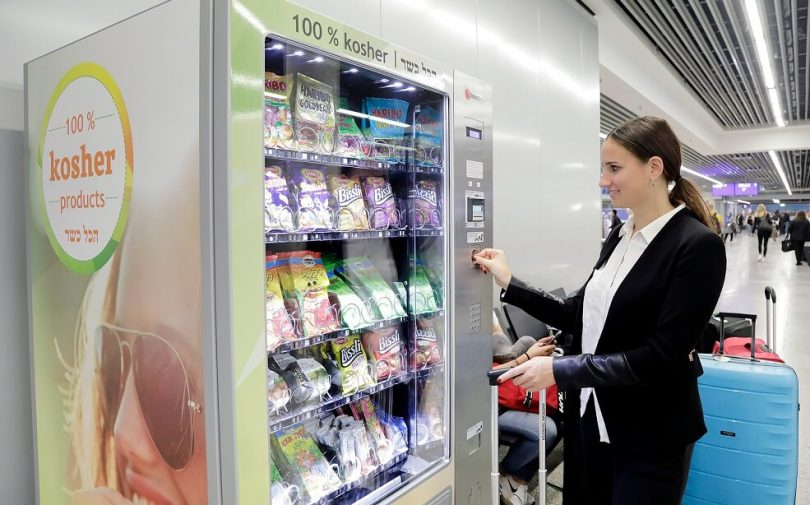 New vending machine in at Frankfurt Airport's Departures Hall C offers food conform to Jewish dietary laws