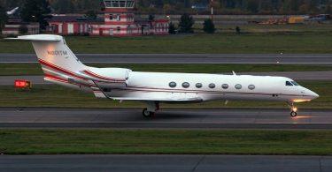Teretni kombi srušio se u privatni avion u ruskoj zračnoj luci Pulkovo