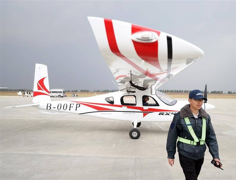 El primer avión eléctrico de pasajeros de China realiza un exitoso vuelo inaugural