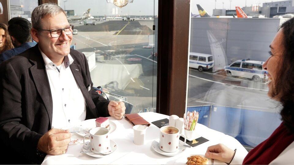 """""""Café de Luxe"""": Letisko Frankfurt ponúka prehliadku letiska s kávou a koláčom"""
