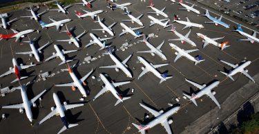 """Více než 50 letadel Boeing pro cestující uvázlo po celém světě kvůli """"trhlinám spojeným s křídly"""""""