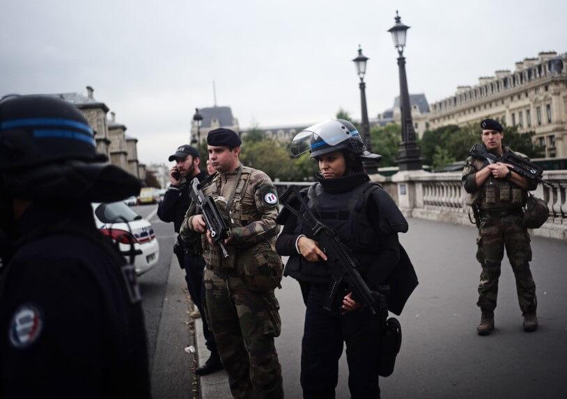 Pelo menos cinco mortos em ataque com faca na sede da polícia de Paris